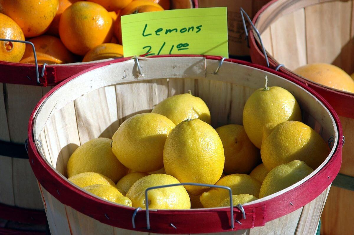 Lemons on a Market