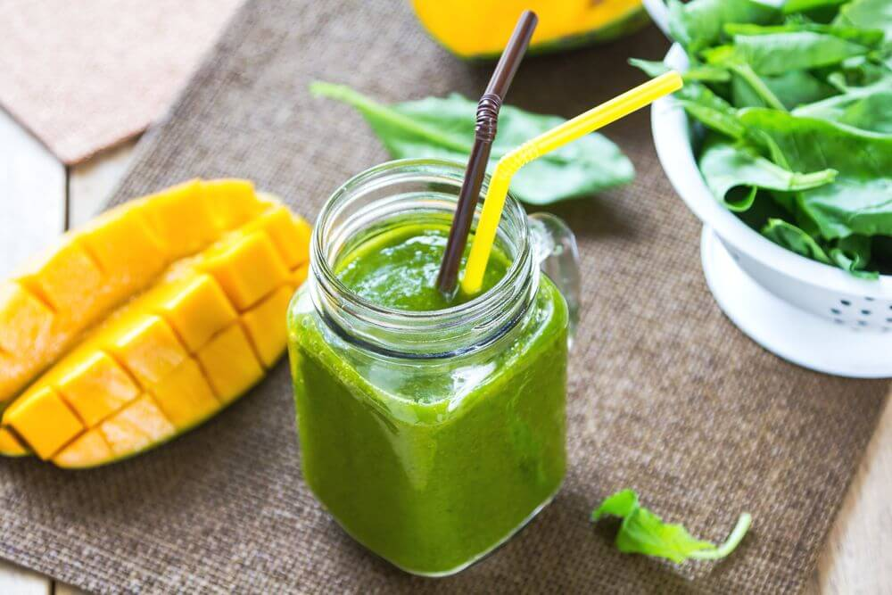 Low Calorie Mango Spinach Smoothie
